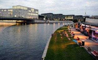 Imagen al atardecer del río Spree a su paso por Berlín.