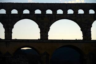 El Pont du Gard es uno de los acueductos romanos más altos del mundo, de 49 metros.